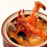 名物!地中海鍋 必食です。 炎に包まれたパフォーマンスで。