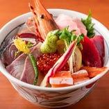 【海鮮丼】 九州から毎日仕入れる海鮮を贅沢に盛ってご提供