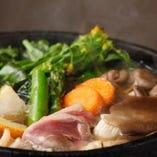 旬の野菜をふんだんに使った、うどんすき鍋は他にない味わい。