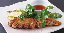 厚切り黒豚ステーキ〈にんにく醤油味 または あげ葱ポン酢味〉
