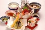 新鮮な刺身と天ぷら、満足のいくメニューです。