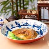 フカヒレ煮込みが自慢!高級ヨシキリザメの尾ビレを贅沢に使用
