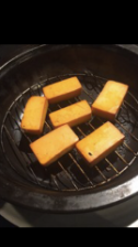 当店人気No1料理☆できたてアツアツ!自家製スモークチーズ オリジナルスモークチップで燻製に☆