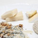 ヨーロッパチーズの盛り合わせは是非ワインとご一緒に…