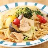 イタリア産のパスタを使用したポマトのパスタ。地産食材盛りだくさん♪