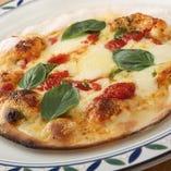 手料理メイン。自家製ピザのテイクアウトもOK!