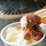 イワナが泳ぐほどきれいな川の水で作られる島根米は、お米の旨みがたっぷり!店主の同級生が丹精込めて生産しております。神戸ビーフはもちろん、すきしゃぶとも相性◎