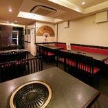 ご予約のご人数により、お席は調整させていただきます。