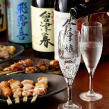 冷えた地酒をワイングラスで♪日本酒の香りがよくわかるんです!