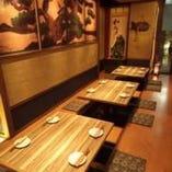 堀炬燵式小上がり席は レトロな飾りがいい味出してます