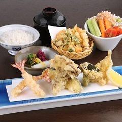ボリュームランチ揚げたて天ぷらをリーズナブルな価格で!