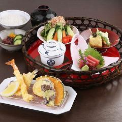【レディースコース 天ぷら5品】バラエティーにいろいろ楽しめるメニューです。