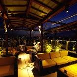 """""""屋上テラス席""""夜景を眺ながらお食事をお楽しみください。"""