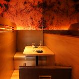 カップル席でデートも可能な贅沢なデザイナーズ空間