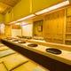 桐の一枚板が清澄な雰囲気を司る カウンター席
