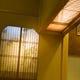 垂れ壁に忍ばす欄間と灯りの幻想 竹のシルエットを魅せる格子も
