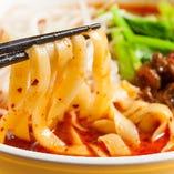 [季節限定] 担々麺、山椒香味のよだれ鶏、パクチー入りサラダなど