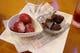 生イチゴに練乳が詰まったアイス ごほうび 生チョコアイス