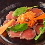 馬ロース肉の炙りカルパッチョ