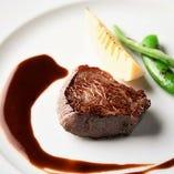 6】国産牛フィレ肉のステーキ 赤ワインのソース