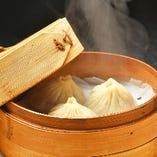 餃子同様国産黒豚の豚肉を使用した手作り小籠包