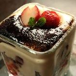 デザートももちろんおいしい!自家製ティラミスは必食です。