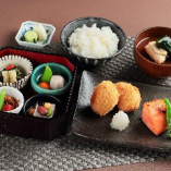 銀鮭味噌焼とカツオだしのコロッケ