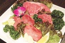 当店自慢の特選厚切り肉の盛り合わせ