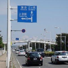 浜見山交番前交差点を辻堂駅方面へ左折します。