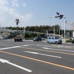 浜見山交番前、交差点を右折します。