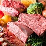 """自慢のステーキは、良質な穀物を与え、広大な大地でのびのびと育てたオーストラリア産、上質でジューシーなアメリカ産の黒毛牛、世界に誇る日本の黒毛和牛を使用しております。人気の黒毛和牛は、きめ細かな霜降りと豊かな旨味、柔らかな食感をお楽しみいただけます。本当に""""美味しい""""お肉を味わうならぜひ当店へ!"""