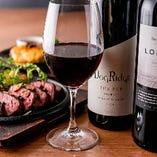 【自慢のお肉と相性抜群】オーナーが厳選したオーストラリア産ワインを各種ご用意しております。広大で栄養豊富な大自然と、南半球の長い日照の恵みを受けて育ったブドウを使用したオーストラリアワインは、高品質ながらカジュアルに楽しめるのも人気の秘訣。ご相談いただければお料理に合うワインをご紹介いたします。
