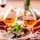 【誕生日、記念日向けのコースもご用意】誕生日や記念日など、大切な方やご家族のお祝いにも当店はピッタリです!ステーキやハンバーグなどの肉料理、生ハムなどお酒に合う前菜やおつまみも多数取り揃え。また、お祝いの場を彩るコースも各種ご用意して、お客様の大切な日をおもてなしいたします。