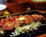 特製ビフテキ定食です。特製おろし醤油でお楽しみ下さい。