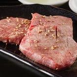 部位ごとに適したカットで、肉の旨味を最大限に引き出します