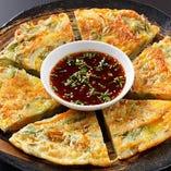 『野菜チヂミ』は、パリパリもちもちの食感がたまりません!