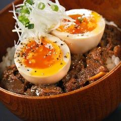牛すじ丼 半熟煮卵のせ