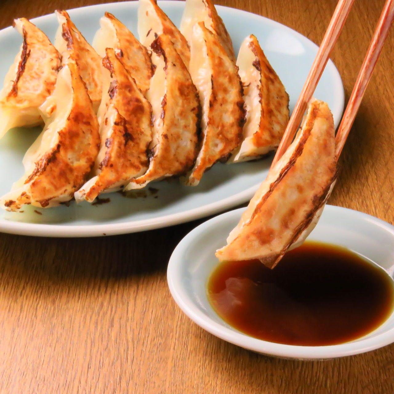 絶品味噌ダレ付の焼き餃子や豚シュウマイは、ご家族での食事に◎