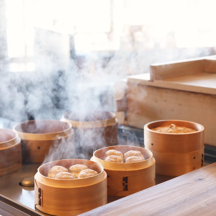蒸籠でじっくりと焼き上げ、熱々!珍しいおばんざいもあります