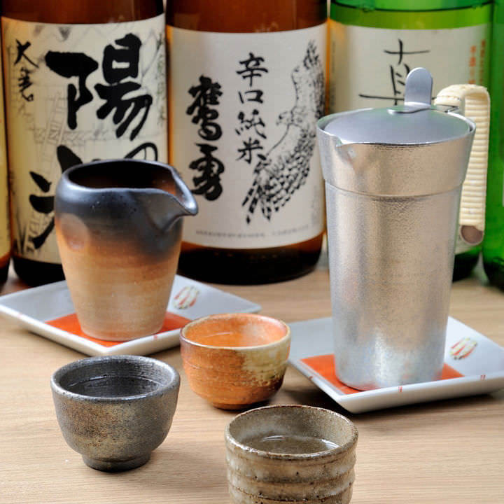 日本酒はこだわりの酒器「錫」でご提供しより魅力を引き立てます