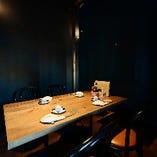 シックなモダン空間は、普段のお食事や企業様のご宴会にも最適。