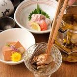お酒のアテにぴったり!新鮮魚介を使用したおつまみをご用意しております。