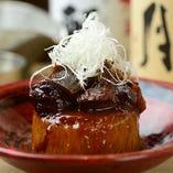 牛すじ味噌大根。※系列店舗のお料理です。
