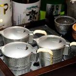 チロリでゆっくりと全体を暖める事で柔らかく熱が入り、旨味や香りが損なわれずに一層旨い酒。