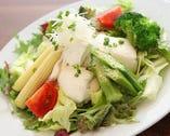 手作り豆腐のサラダ