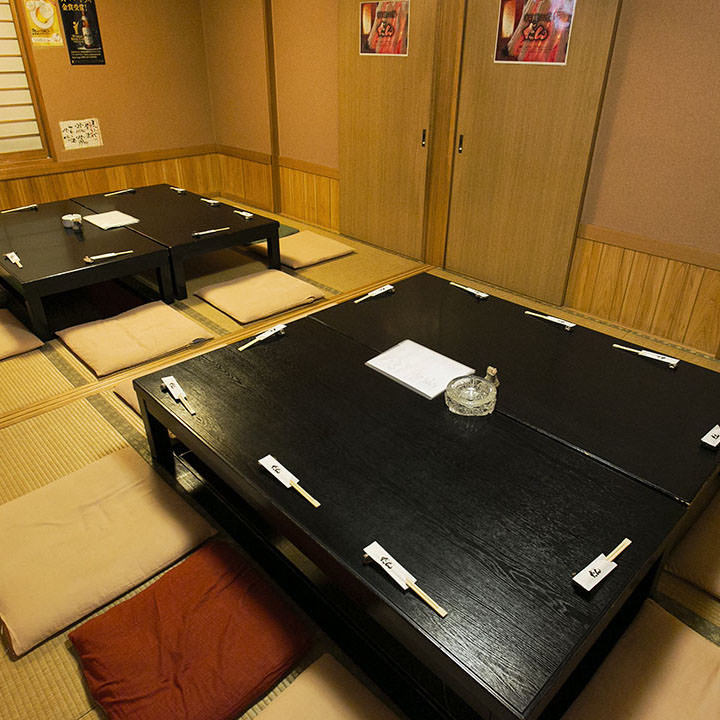 落ち着いた和室の掘りごたつ席は最大20名様で貸切が可能です