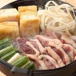 京鴨すき鍋には京野菜や油揚げもたっぷり