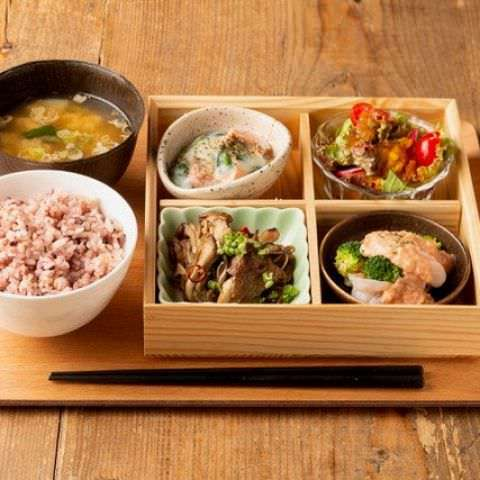 料理人がつくる和洋折衷のお料理をカフェスタイルでお気軽に!