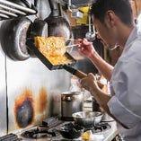 ほんのりと感じる甘さが特徴の出し巻き玉子も手作りで丁寧に作ります。