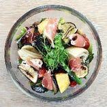 生ハムとグリル野菜のサラダ